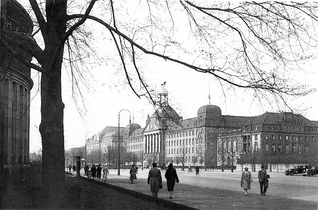 Cecilienallee